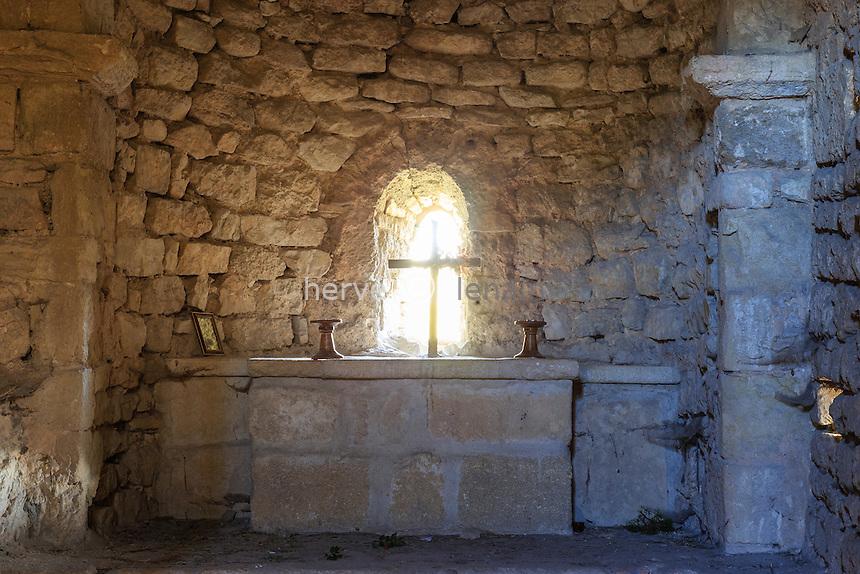 France, Vaucluse (84), Lafare, les Dentelles de Montmirail, chapelle Saint-Christophe // France, Vaucluse, Lafare, Dentelles de Montmirail, Saint Christophe chapel
