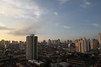 FOTO EMBARGADA PARA VEICULOS INTERNACIONAIS. SAO PAULO, SP, 05/11/2012, CLIMA TEMPO.  Céu parcialmente nublado na manhã dessa Segunda feira na capital paulista. Luiz Guarnieri/ Brazil Photo Press.