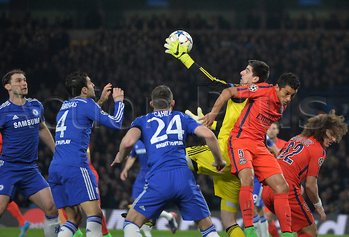 11.03.2015. Stamford Bridge, Chelsea, London England. UEFA Champions League second leg. Chelsea versus Paris St Germain.  Thibaut Courtois (che) with a one-handed save from Marquinhos