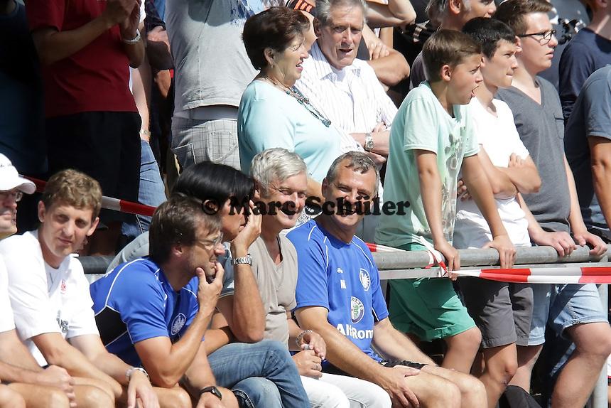 Trainer Armin Veh und Sportmanager Bruno Huebner - Eintracht Frankfurt vs. VfR Aalen