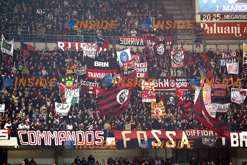 Verona 23 Novembre 2003 <br /> Chievo Milan 0-2 <br /> I tifosi del Milan<br /> Foto Andrea Staccioli Insidefoto