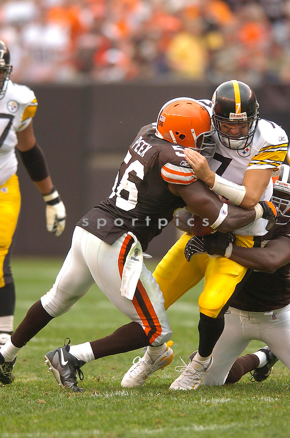ANTWAN PEEK, of the Cleveland Browns, in action during the Browns game against the Pittsburgh Steelers on September 9, 2007 in Cleveland, Ohio. Steeler won the game 34-7.....SPORTPICS...