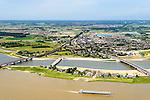 Nederland, Gelderland, Nijmegen, 09-06-2016; stadseiland Veur-Lent gezien vanaf de Waalkade. De landtong is ontstaan  door de dijkverlegging bij Lent en het aanleggen van de nevengeul.Project Ruimte voor de River (Ruimte voor de Waal). <br /> The finished dike relocation of Lent with the resulting flood trench and the city-island. City of Nijmegen in the foreground. Project Ruimte voor de Rivier: Room for the River.<br /> luchtfoto (toeslag op standard tarieven);<br /> aerial photo (additional fee required);<br /> copyright foto/photo Siebe Swart