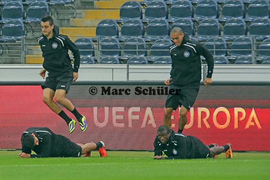 Carlos Zambrano und Bamba Anderson (Eintracht) - Eintracht Europa League PK