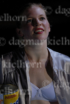 »Brickland« ,premiére by CONSTANZA MACRAS/ DORKYPARK at the Schaubuehne,Berlin,Germany,11-12-07, Jill Emerson