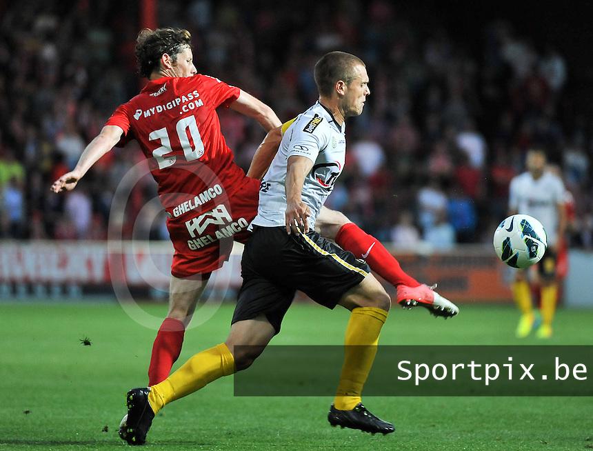 KV Kortrijk - Sporting Lokeren : duel tussen Thomas Matton (links) en Killian Overmeire (rechts)<br /> foto VDB / Bart Vandenbroucke