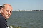 NORDERNEY Trainer Thomas Schaaf bleibt Norderney treu. Nachdem er bereits elfmal mit Fu&szlig;ball-Bundesligist Werder Bremen ins Trainingslager auf die Nordseeinsel gefahren ist, um sein Team auf eine Saison vorzubereiten, will er die Sportpl&auml;tze und die dort gebotene Betreuung auch f&uuml;r seinen neuen Verein, Eintracht Frankfurt, nutzen. Das Trainingslager ist f&uuml;r die Zeit vom 6. bis 12. Juli geplant.<br /> Archiv aus: FBL 06/07 Tag 1<br /> <br /> Trainingslager Werder Bremen Norderney 2006 <br /> <br /> Trainer Thoams Schaaf auf der Faehre<br /> <br /> Foto &copy; nordphoto <br /> <br /> <br /> <br />  *** Local Caption ***