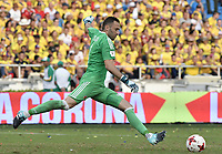 BARRANQUILLA - COLOMBIA - 05-09-2017:  David Ospina arquero de Colombia en acción durante partido entre Colombia y Brasil por la fecha 16 de la clasificatoria a la Copa Mundial de la FIFA Rusia 2018 jugado en el estadio Metropolitano Roberto Melendez en Barranquilla. / David Ospina, goalkeeper of Colombia, in action during the match between Colombia and Brazil for the date 16 of the qualifier to FIFA World Cup Russia 2018 played at Metropolitan stadium Roberto Melendez in Barranquilla. Photo: VizzorImage/ Gabriel Aponte / Staff