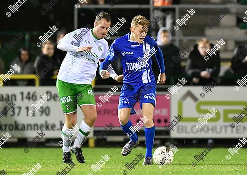 2016-10-15 / voetbal / seizoen 2016 - 2017 / Dessel Sport - ASV Geel / Wouter Vosters (l) (Dessel) zet Casper De Norre (r) (Geel) onder druk