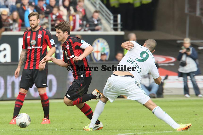 Pirmin Schwegler (Eintracht) gegen Eren Derdiyok (Bayer) - Eintracht Frankfurt vs. Bayer Leverkusen, Commerzbank Arena