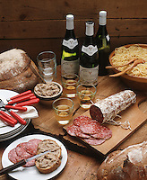 Europe/France/Rhône-Alpes/69/Rhone/Lyon: Cuisine des Bouchons- Gastronomie Lyonnaise - Charcuterie Jésus de Lyon, rillettes et Vin de Saint Véran