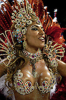 A dancer from Estacio de Sa samba school performs at the Sambadrome during the samba school parade in Rio de Janeiro, Brazil, February 21, 2009.  (Austral Foto/Renzo Gostoli)
