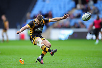 Jimmy Gopperth of Wasps kicks for the posts. European Rugby Champions Cup match, between Wasps and Connacht Rugby on December 11, 2016 at the Ricoh Arena in Coventry, England. Photo by: Patrick Khachfe / JMP