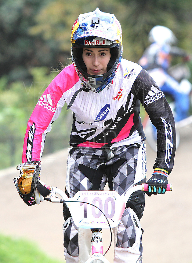 BOGOTA - COLOMBIA - 30-06-2013: Mariana Pajón, campeona Olimpica de BMX, durante competencia en Bogota, junio 30 de 2013. Se realiza en la Unidad Deportiva de El Salitre en la Pista Mario Soto la VI Y VII validas nacionales del Torneo de BMX, con la participación de mas  quinientos deportistas de las diferentes ligas del país, selectivo y preparatorio al Campeonato Mundial UCI BMX con sede en Nueva Zelandia (Foto:VizzorImage / Felipe Caicedo / Staff). Mariana Pajon, BMX Olympic Champion during competition in Bogota, June 29, 2013. It takes place in Sports Unit El Salitre, on Track Mario Soto la VI and VII valid BMX National Tournament, with the participation of over five hundred athletes from the different leagues in the country, selective and preparatory to UCI BMX World Championships based in New Zealand  (Photo: VizzorImage / Felipe Caicedo. Photo: VizzorImage/ Felipe Caicedo/ STAFF