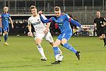 Oliver Huesing (Nr.5, 1.FC Heidenheim) klaert den Ball vor Kevin Behrens (Nr.16, SV Sandhausen)