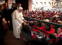 Papa Benedetto XVI visita l'ostello Caritas di via Marsala