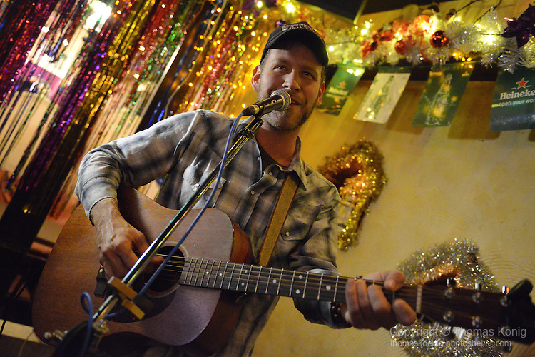 Lighthouse, Kaohsiung -- Canadian prairie balladeer Scott Cook played a set of soulful, thought-provoking country ballads as part of his 'One More Time Around' World Tour.<br />
