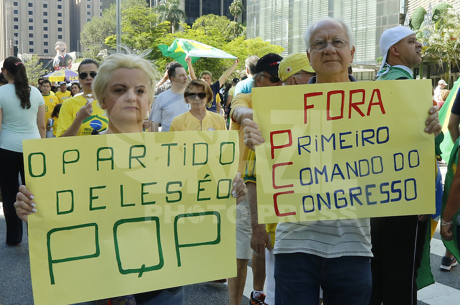 SÃO PAULO, SP, 04.12.2016 - PROTESTO-SP - Manifestantes durante ato contra a corrupção, na Avenida Paulista, na tarde deste domingo, 04.(Foto: Adriana Spaca/Brazil Photo Press)