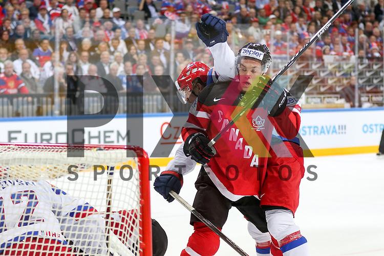 Canadas Hall, Taylor (Nr.4) im Zweikampf mit vor dem Tor von Russlands Bobrovski, Sergei (Nr.72)(Columbus Blue Jackets)  im Spiel IIHF WC15 Finale Russia vs. Canada.<br /> <br /> Foto &copy; P-I-X.org *** Foto ist honorarpflichtig! *** Auf Anfrage in hoeherer Qualitaet/Aufloesung. Belegexemplar erbeten. Veroeffentlichung ausschliesslich fuer journalistisch-publizistische Zwecke. For editorial use only.