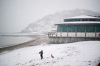 UK Weather: Heavy flurries of snow blanket the beach in Aberystwyth, west Wales,  on a cold February morning <br /> The Met Office has issued a &lsquo;yellow&rsquo; warning for snow and ice, as a band of sleet and snow moves in from the west, to cover much of Wales and the north of England