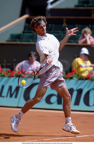 GUSTAVO KUERTEN (BRA), French Open Tennis, Roland Garros, 010528. Photo: Neil Tingle/Action Plus...2001.man