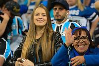 PORTO ALEGRE, RS, 02.11.2016 - GRÊMIO- CRUZEIRO - Torcedoras, do Grêmio, durante partida contra o Cruzeiro, válida pela semifinais da Copa do Brasil 2016, na Arena do Grêmio, nesta quarta-feira. (Foto: Rodrigo Ziebell/Brazil Photo Press)