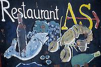 Europe/Croatie/Dalmatie/ Ile de Vis/Vis:  Enseigne d'un restaurant sur le port