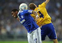 FUSSBALL   EUROPA LEAGUE   SAISON 2011/2012   Play-offs FC Schalke 04 - HJK Helsinki                                25.08.2011 Jefferson FARFAN (li, Schalke) gegen Alexander RING (re, Helsinki)