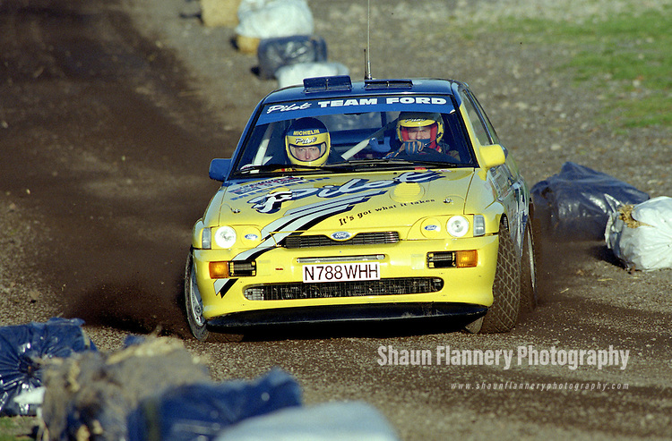 Pix: Shaun Flannery/shaunflanneryphotography.com...COPYRIGHT PICTURE>>SHAUN FLANNERY>01302-570814>>07778315553>>..1995 Network Q RAC Rally..19th November - 22nd November 1995..Malcolm Wilson and Bryan Thomas..Ford Escort RS Cosworth.RAS-Ford