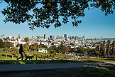 USA, California, San Francisco, The Mission, walking the dog at Dolores Park
