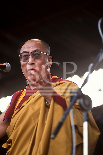 United Nations Conference on Environment and Development, Rio de Janeiro, Brazil, 3rd to 14th June 1992. His Holiness the Dalai Llama giving a speech at the Global Forum.