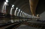 TERNEUZEN - Diep onder de Westerschelde wordt gewerkt aan de langst geboorde verkeerstunnel van Nederland, de 6,7 km lange Westerscheldetunnel die Terneuzen met Ellewoutsdijk op Zuid-Beveland gaat verbinden.  De aanleg kost ca. 1,6 miljard gulden. COPYRIGHT TON BORSBOOM