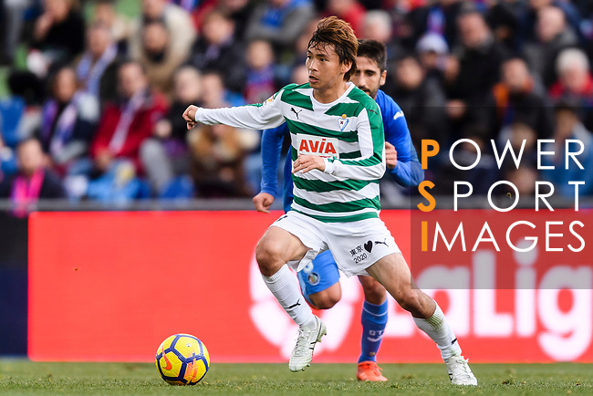 Takashi Inui of SD Eibar (L) in action against Markel Bergara of Getafe CF (R) during the La Liga 2017-18 match between Getafe CF and SD Eibar at Coliseum Alfonso Perez Stadium on 09 December 2017 in Getafe, Spain. Photo by Diego Souto / Power Sport Images