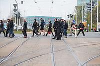 Ca. 1000 Nazis aus ganz Deutschland marschierten am Sonntag den 1. Mai 2016 im Saeschsichen Plauen auf. Die Naziorganisation 3.Weg hatte den Marsch angemeldet. Etliche Nazis waren dabei vermummt und zeigten auch den Hitlergruss, die Polizei schritt jedoch nicht ein.<br /> Nach der Haelfte der Marschroute beendeten die Nazis ihre Demonstration, da die Polizei die Marschroute verkuerzen wollte. Sie forderten die Polizei auf den Weg freizugeben. Danach griffen Aufmarschteilnehmer die Polizei an, die daraufhin Wasserwerfer, Pfefferspray, Traenengas und Schlagstoecke einsetzte. Mehrere Gruppen Nazis zogen danach durch Plauen und jagten Menschen.<br /> Nach einer Stunde bekamen die Nazis einen erneuten Aufmarsch von der Polizei genehmigt und zogen zurueck zum Bahnhof.<br /> Im Bild: Eine der Nazi-Gruppen, die durch Plauen zogen und ungehindert Jagd auf vermeindliche Gegner und Journalisten machen konnten.<br /> 1.5.2016, Plauen<br /> Copyright: Christian-Ditsch.de<br /> [Inhaltsveraendernde Manipulation des Fotos nur nach ausdruecklicher Genehmigung des Fotografen. Vereinbarungen ueber Abtretung von Persoenlichkeitsrechten/Model Release der abgebildeten Person/Personen liegen nicht vor. NO MODEL RELEASE! Nur fuer Redaktionelle Zwecke. Don't publish without copyright Christian-Ditsch.de, Veroeffentlichung nur mit Fotografennennung, sowie gegen Honorar, MwSt. und Beleg. Konto: I N G - D i B a, IBAN DE58500105175400192269, BIC INGDDEFFXXX, Kontakt: post@christian-ditsch.de<br /> Bei der Bearbeitung der Dateiinformationen darf die Urheberkennzeichnung in den EXIF- und  IPTC-Daten nicht entfernt werden, diese sind in digitalen Medien nach §95c UrhG rechtlich geschuetzt. Der Urhebervermerk wird gemaess §13 UrhG verlangt.]