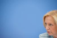 """Berlin, Bundesbildungsministerin Johanna Wanka (CDU) am Dienstag (30.04.13) in Berlin bei einer Pressekonferenz zur Stellungnahme des Deutschen Ethikrates zum Thema """"Die Zukunft der genetischen Diagnostik - von der Forschung in die klinische Anwendung""""."""
