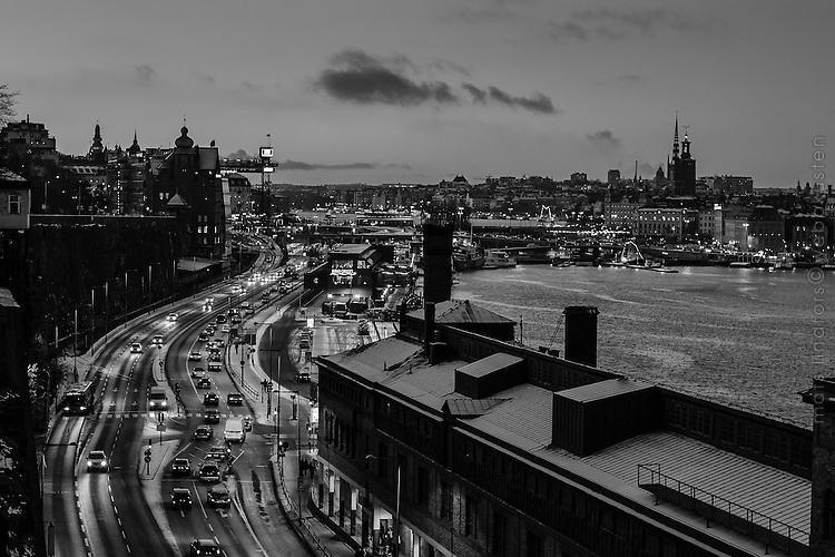 Stockholm, Sweden. Södermalm Slussen Gamla Stan Stockholm staden vid vattnet i svartvitt.