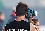 NEW DELHI -   Shea McAleese behandelt zijn blessure met een ijszak tijdens de halve finale  van de Hockey World League finaleronde tussen de mannen van Engeland en Nieuw-Zeeland .  Nieuw Zeeland wint na shoot-0uts. ANP KOEN SUYK