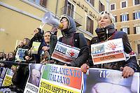 Roma, 12 Gennaio 2012.Animalisti in Piazza Montecitorio per la chiusura dell'allevamento di cani beagle Green Hill di Montichiari destinati alla vivisezione