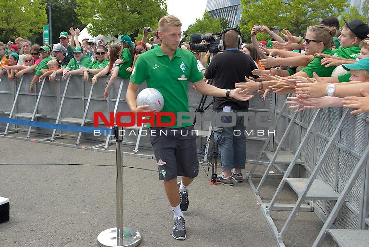 28.07.2013, Weserstadion, Bremen, GER, 1.FBL, Werder Bremen Tag der Fans 2013, im Bild Aaron Hunt (Bremen #14)<br /> <br /> Foto &copy; nph / Frisch