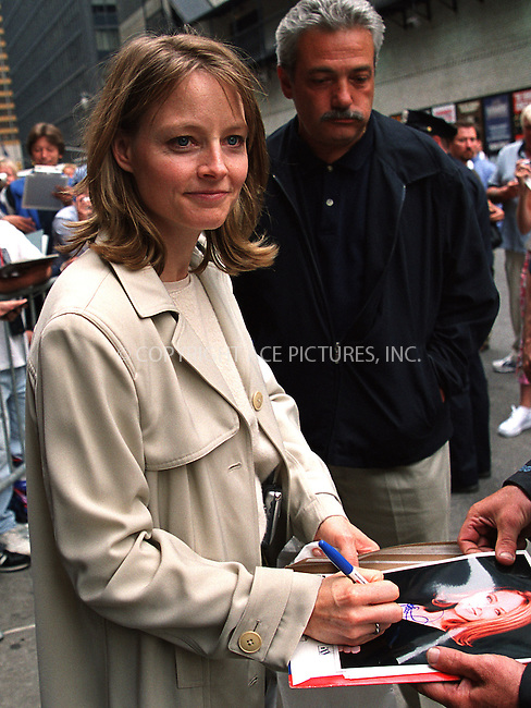 "Actress Jodie Foster arrives at Ed Sullivan Theater to make an appearance on the ""Late Show With David Letterman."" New York, June 13, 2002. Please byline: Alecsey Boldeskul/NY Photo Press.   ..*PAY-PER-USE*      ....NY Photo Press:  ..phone (646) 267-6913;   ..e-mail: info@nyphotopress.com"