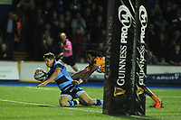 Lloyd Williams of Cardiff Blues scores his sides second try during the Guinness Pro14 Round 5 match between Cardiff Blues and Toyota Cheetahs at the Cardiff Arms Park Stadium in Cardiff, Wales, UK. Friday 28 September 2018