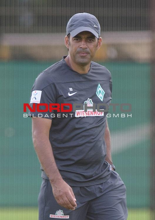 06.08.2013, Trainingsgelaende, Bremen, GER, 1.FBL, Training Werder Bremen, im Bild Robin Dutt (Trainer Werder Bremen)<br /> <br /> Foto &copy; nph / Frisch