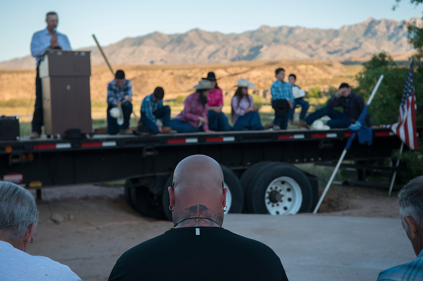 The Sharp Family Singers, who traveled from Kansas, pray with other supporters of Cliven Bundy near the Cliven Bundy ranch in Bunkerville, Nevada.<br />