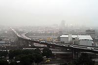 RIO DE JANEIRO, 02 DE JULHO 2013 - CLIMA TEMPO RJ CHUVA - Uma frente fria atinge o Rio de Janeiro causando chuva na região central da cidade nessa terça -feira, 02. (FOTO LEVY RIBEIRO - BRAZIL PHOTO PRESS)