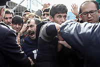 Pictured: Scuffle between migrants and police at the gate of the camp Monday 06 February 2017<br /> Re: Scuffles between migrants and police broke out during a visit by Immigration Policy Minister Yiannis Mouzalas at the Elliniko migrant camp located in the former airport in the outskirts of Athens, Greece.