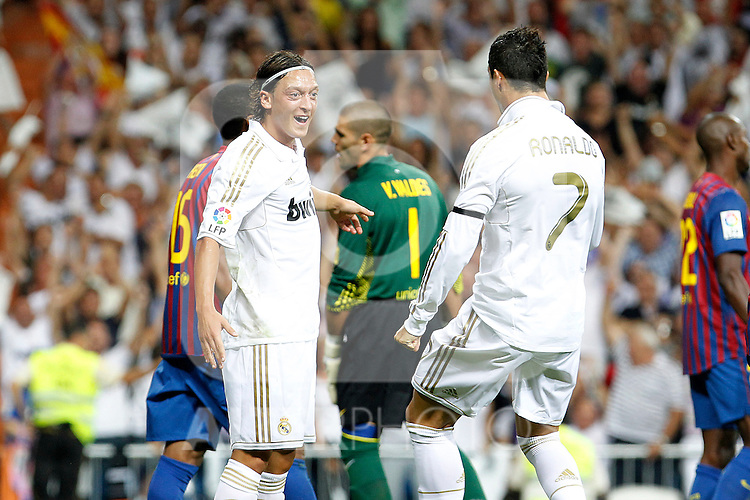 Real Madrid's Mesut Ozil (l) and Cristiano Ronaldo celebrates goal during Spanish Supercup 1st match.August 14,2011. (ALTERPHOTOS/Acero)