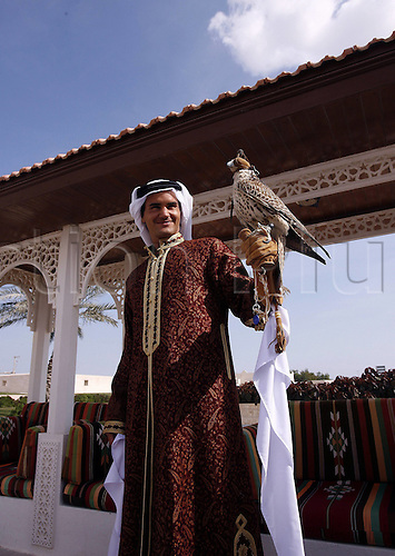 01.01.2006  Tennis player Roger Federer of Switzerland poses while wearing traditional Qatari clothes, during the Qatar Open tennis tournament.