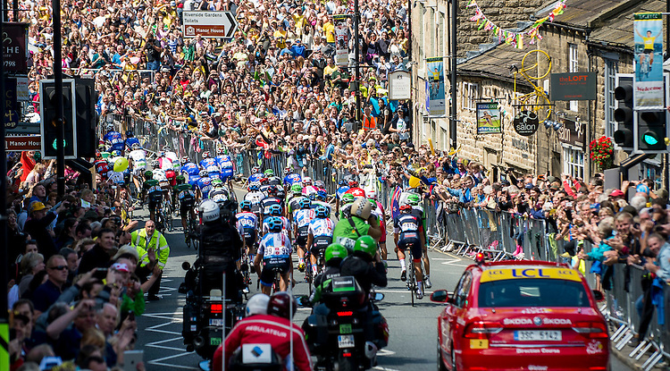 Picture by Allan McKenzie/SWpix.com -  05/07/2014 - Cycling - Tour de France 2014 Grand Depart - Stage 1, Leeds to Harrogate - Yorkshire, England - The peleton passes through the streets of Ilkley surrounded by spectators.