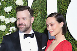 NEW YORK, NY - JUNE 11:  Jason Sudeikis and Olivia Wilde attend the 71st Annual Tony Awards at Radio City Music Hall on June 11, 2017 in New York City.  (Photo by Walter McBride/WireImage)