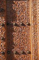 Europe/France/Aquitaine/33/Gironde/Saint-Estèphe: château Cos d'Estournel (AOC Saint-Estèphe) - Détail de la porte de Zanzibar - porte en bois sculptée [Non destiné à un usage publicitaire - Not intended for an advertising use]